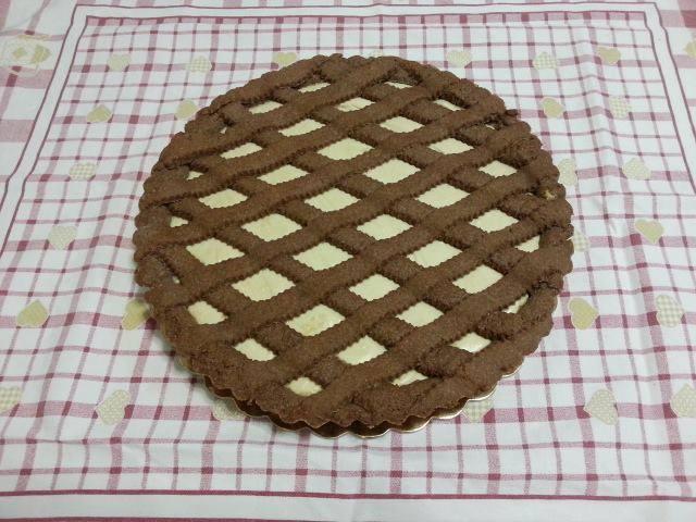 Ricetta crostata di pasta frolla al cacao con crema di nocciole bianca