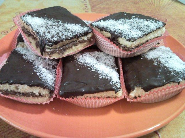 Ricetta quadrotti con nutella , cocco e cioccolato
